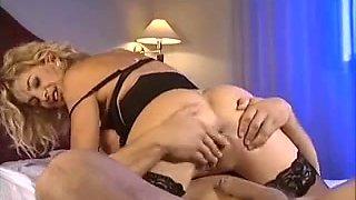Italian pornstar Alessandra Schiavo screwed in the butt