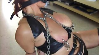 Redheaded submissive slave in latex used by master