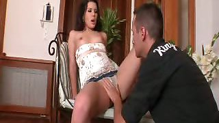 Sexy chick watches a guy giving her bf a nice blowjob !
