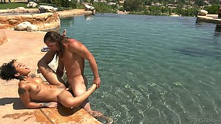 Honey Gold lures dude in the pool and gets fucked perfectly well outdoors