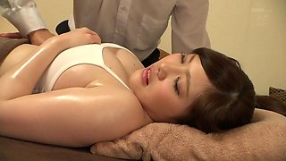 Big Breasts Beauty Gets Oiled Up - EritoAvStars