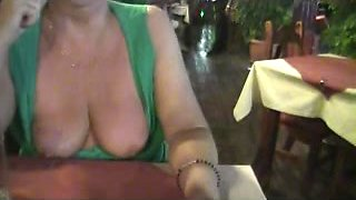 Cougar is doing a public flashing in a restaurant