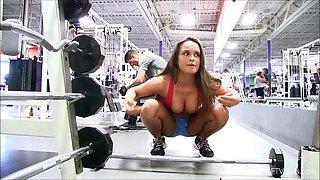 Bitch teasing voyeurs at the gym
