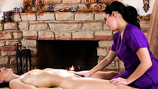 Redhead massage les facesitting on dyke