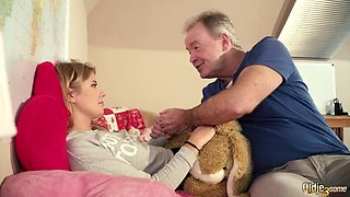 Young girlfriend with old sugar daddy get into hardcore fuck