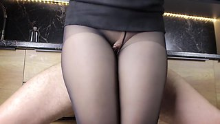 Teen step sister gave her big ass in pantyhose in the kitchen - thighjob