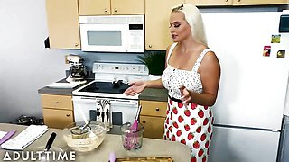 Hot MILF Gives POV Blowie