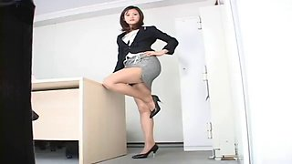 Japanese hottie givers upskirt shots of her knickers