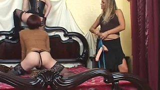 2 strapon queens fucks a sissy crossdresser