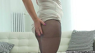 Curvy milfs Riona and Jessica Jay wear nylon tights