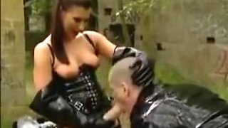 Training for a german Female-Dom