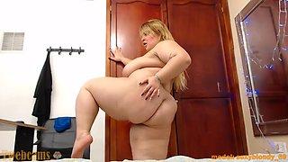 BBW dancing naked in her room