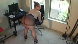 Very Sexy BBW Amazing Ass In Pantyhose And Glasses Twerking