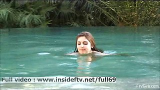 Laleh _ Amateur babe showing us her naked body at the pool