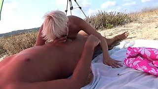 Blowjob, cunnilingus and fucking on the beach. Cum on the face.