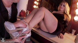Blonde MILF in high heels enjoys foot fetish,thrilled and gets cumshot