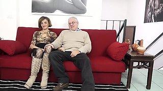 SCAMBISTI MATURI - Mature Italian gets her asshole fucked