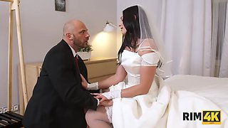 RIM4K. Chick cant wait wedding night so why has sex in the morning