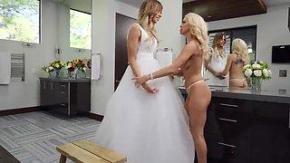 blonde shemale fucks blonde female